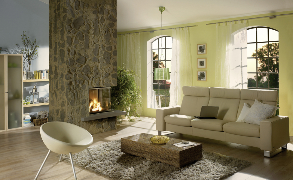 Eck-Warmluftkamin von Brunner mit Natursteinverkleidung, Edelstahlrahmen und Feuertisch aus Sandstein