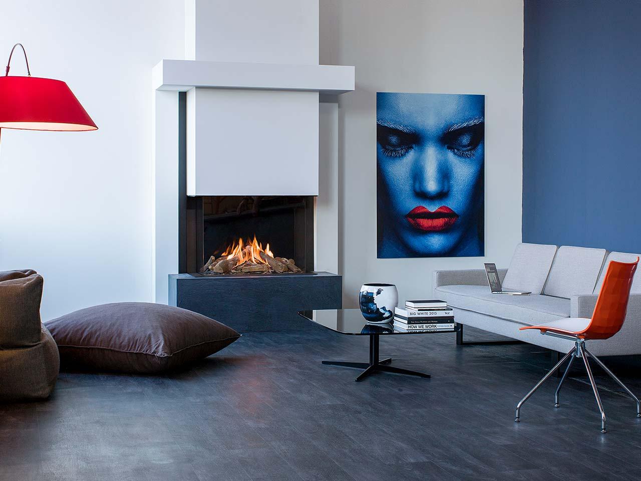 Faber Gaskamin Matrix 800/650 in dreiseitiger Ausführung mit realistischen Holzimitaten.