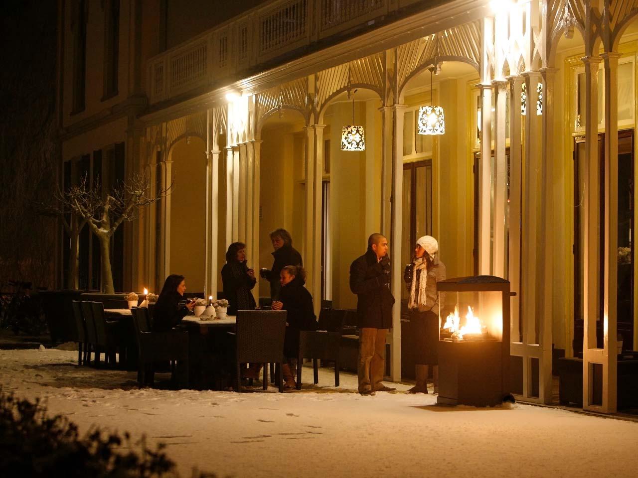 Gartenkamin Faber The Buzz (hier schwarze Ausführung) – auch ideal als Wärmespender an kalten Wintertagen.