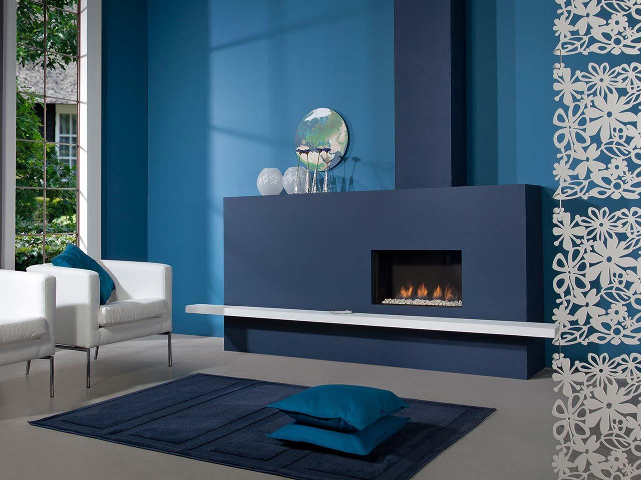 Faber Fyn 600 in blau mit Fernbedienung und weißen Steinen