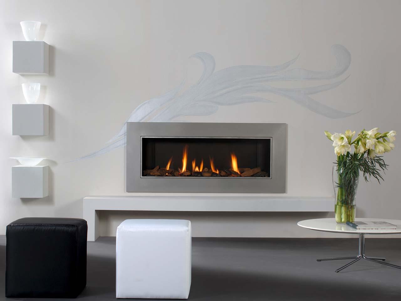 Faber Relaxed XL Gaskamin mit großer Glasfront und Edelstahlrahmen sowie Fernbedienung.